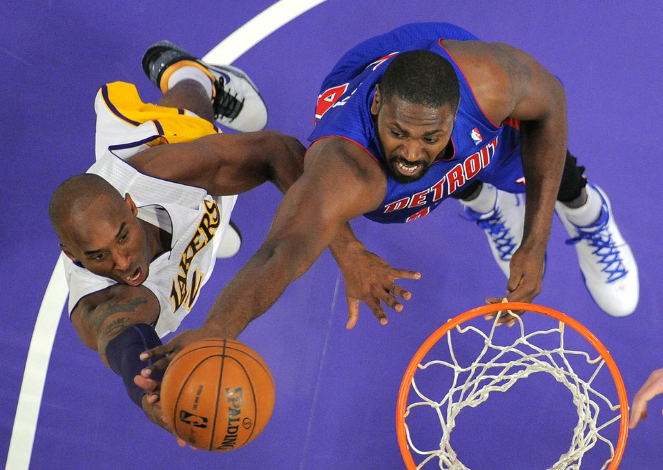 Photo -   Los Angeles Lakers guard Kobe Bryant, left, puts up a shot as Detroit Pistons forward Jason Maxiell defends during the first half of their NBA basketball game, Sunday, Nov. 4, 2012, in Los Angeles. (AP Photo/Mark J. Terrill)