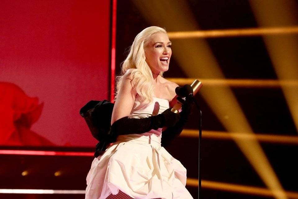 Photo - Gwen Stefani speaks during the 2019 E! People's Choice Awards at the Barker Hangar on November 10, 2019. [Photo by Christopher Polk/E! Entertainment]
