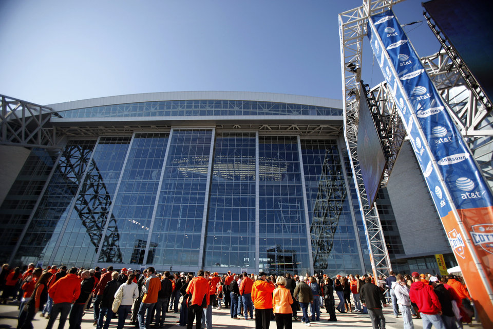 Photo - UNIVERSITY OF MISSISSIPPI: Fans congregate outside Cowboys Stadium before the Cotton Bowl Classic college football game between Oklahoma State University (OSU) and Ole Miss in Arlington, Texas, Saturday, January 2, 2010. Photo by Sarah Phipps, The Oklahoman ORG XMIT: KOD