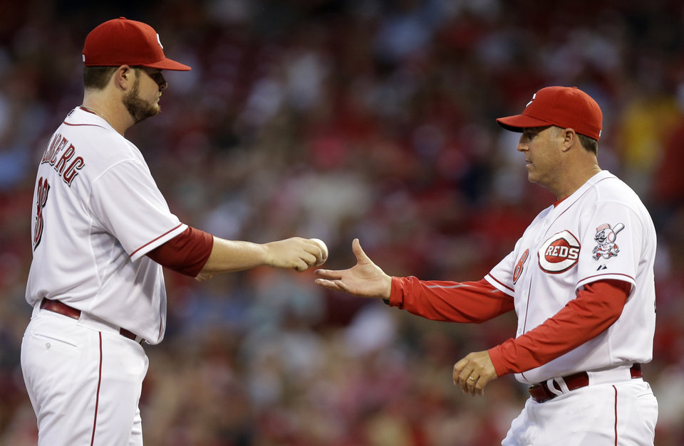 Photo - Cincinnati Reds manager Bryan Price, right, takes starting pitcher David Holmberg out in the third inning of a baseball game against the Atlanta Braves, Thursday, Aug. 21, 2014, in Cincinnati. (AP Photo/Al Behrman)
