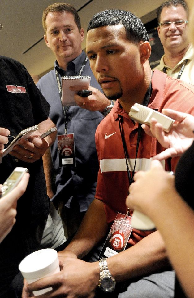 Oklahoma linebacker Travis Lewis talks with reporters during the NCAA college football Big 12 Media Days, Tuesday, July 26, 2011, in Dallas. (AP Photo/Matt Strasen)