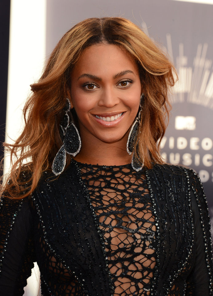 Photo - Beyonce arrives at the MTV Video Music Awards at The Forum on Sunday, Aug. 24, 2014, in Inglewood, Calif. (Photo by Jordan Strauss/Invision/AP)