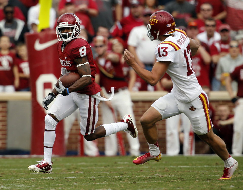 Photo - Oklahoma Sooner's Jalen Saunders (8) returns a punt for a touchdown during the college football game between the University of Oklahoma Sooners (OU) and the Iowa State University Cyclones (ISU) at Gaylord Family-Oklahoma Memorial Stadium in Norman, Okla. on Saturday, Nov. 16, 2013. Photo by Steve Sisney, The Oklahoman