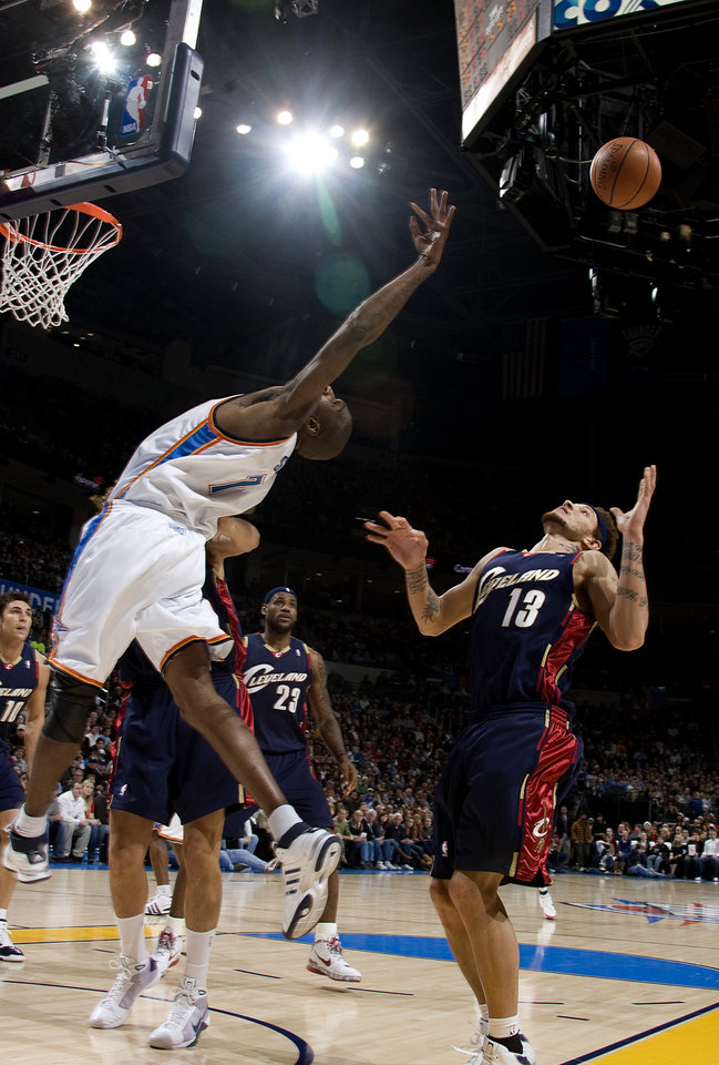 Photo - Oklahoma City's Joe Smith (7) tries to grab a rebound in front of Cleveland's Delonte West (13) during the NBA game between the Oklahoma City Thunder and Cleveland Cavaliers, Sunday, Dec. 21, 2008, at the Ford Center in Oklahoma City. PHOTO BY SARAH PHIPPS, THE OKLAHOMAN