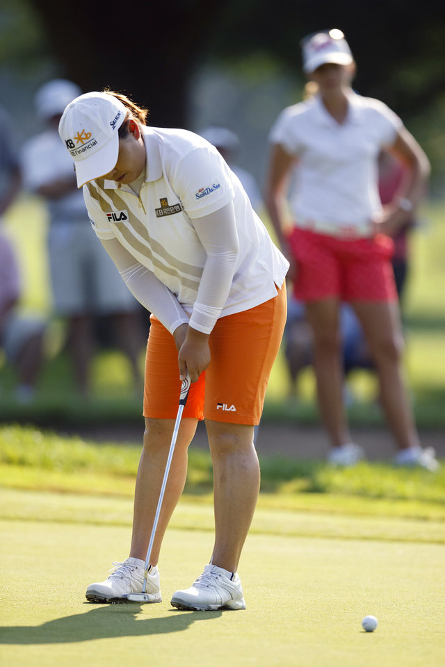 Photo - Inbee Park, of South Korea, putts on the fourth green during the second round of the Marathon Classic golf tournament at Highland Meadows Golf Club in Sylvania, Ohio, Friday, July 19, 2013. (AP Photo/Rick Osentoski)