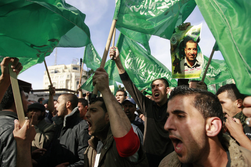 Photo -   Palestinian Hamas supporters march in support of the people of the Gaza Strip and against Israel's military operations, in the West Bank city of Ramallah, Friday, Nov. 16, 2012. (AP Photo/Majdi Mohammed)