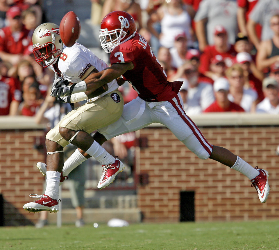 Photo - OU's Jonathan Nelson knocks down a pass intended for Florida State's Taiwan Easterling during the second half of the college football game between the University of Oklahoma Sooners (OU) and Florida State University Seminoles (FSU) at the Gaylord Family-Oklahoma Memorial Stadium on Saturday, Sept. 11, 2010, in Norman, Okla.   Photo by Bryan Terry, The Oklahoman