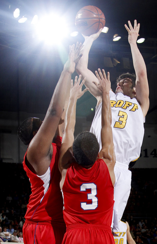 Photo - Roff's Brendon Barr shoots the ball in front of Binger-Oney's Marcus Brunnell, left, and A.J. Beaver during the Class B boys basketball state tournament at the State Fair Arena in Oklahoma City, Friday, March 5, 2010. Roff won Friday and advanced to Saturday's championship game where the Tigers will go after the school's first state title. PHOTO BY BRYAN TERRY, THE OKLAHOMAN
