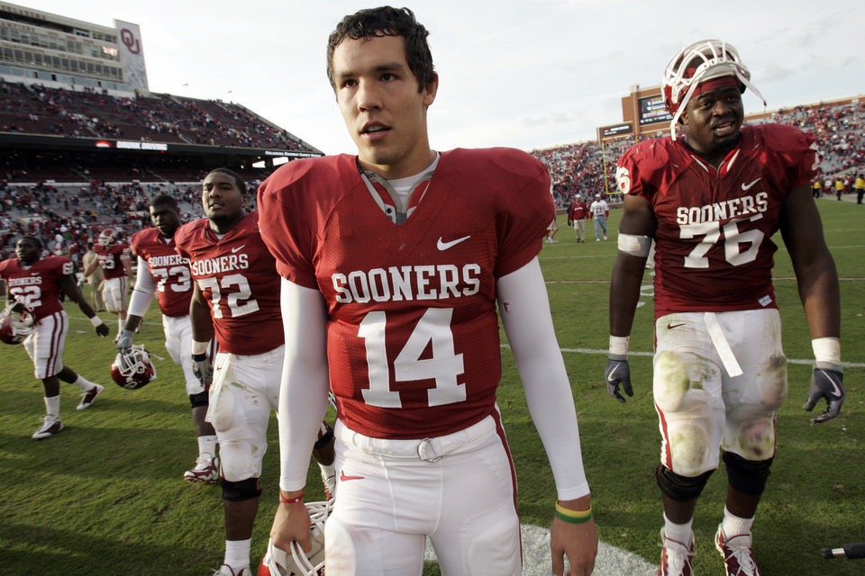 Photo - Sam Bradford and the Sooners leave the field after their 33-7 win in the college football game between The University of Oklahoma Sooners (OU) and the Baylor Bears at the Gaylord Family-Oklahoma Memeorial Stadium on Saturday, Oct. 10, 2009, in Norman, Okla.