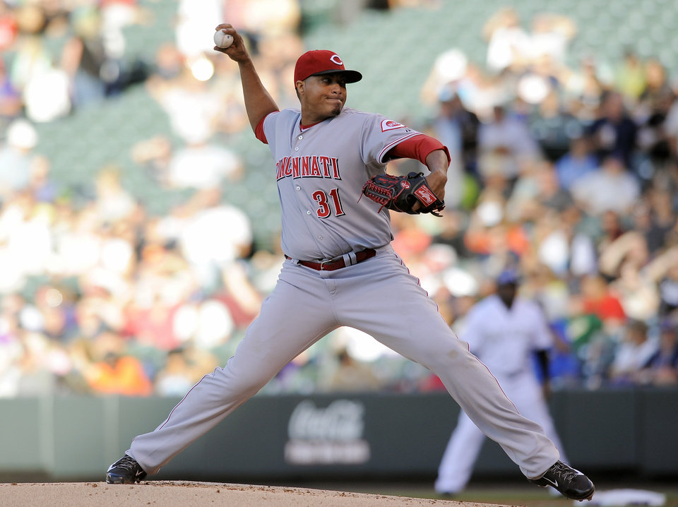 Photo - Cincinnati Reds starting pitcher Alfredo Simon throws in the first inning of a baseball game against the Colorado Rockies on Thursday, Aug. 14, 2014, in Denver. (AP Photo/Chris Schneider)