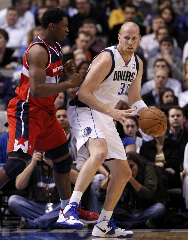 Dallas Mavericks' Chris Kaman (35) looks for an opening to the basket against Washington Wizards' Kevin Seraphin (13), of France, in the first half of an NBA basketball game, Wednesday, Nov. 14, 2012, in Dallas. (AP Photo/Tony Gutierrez)