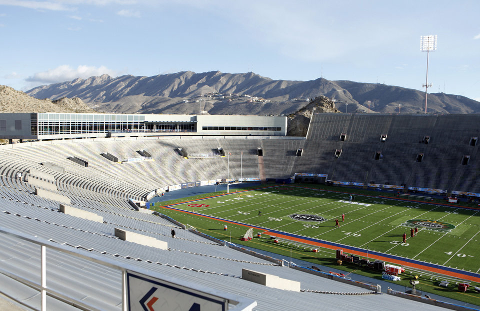 Mountains surround the stadium at the Brut Sun Bowl where the college football game between the University of Oklahoma Sooners (OU) and the Stanford University Cardinal on Thursday, Dec. 31, 2009, in El Paso, Tex.   Photo by Steve Sisney, The Oklahoman