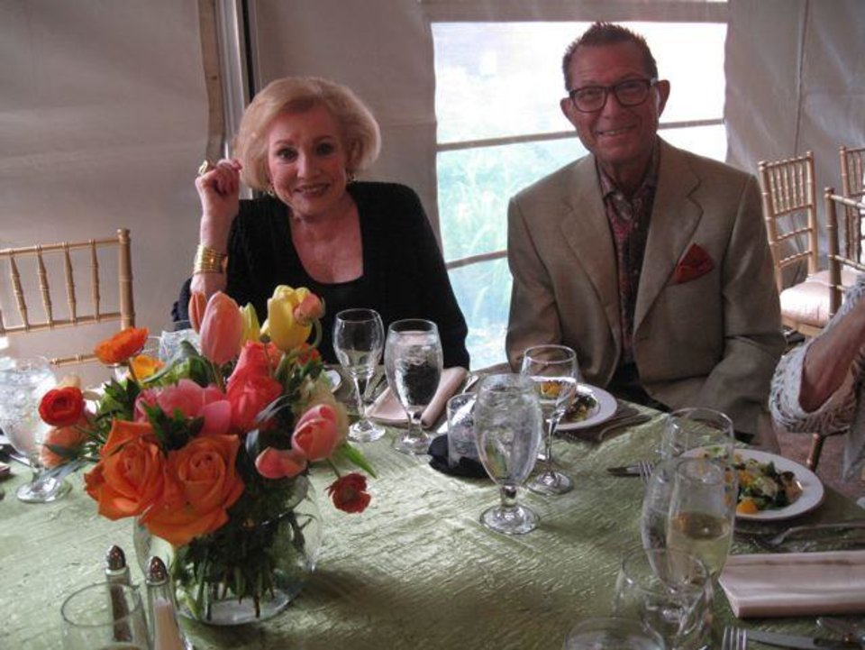 Ann Alspaugh and Jim Vallion enjoy the evening. (Photo by Helen Ford Wallace).