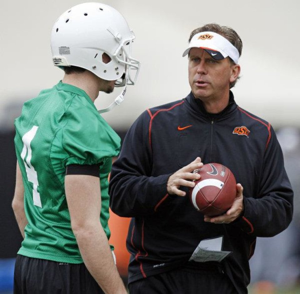 OKLAHOMA STATE UNIVERSITY COLLEGE FOOTBALL: OSU offensive coordinator and quarterbacks coach Todd Monken talks to J.W. Walsh during Oklahoma State spring football practice at Boone Pickens Stadium in Stillwater, Okla., Monday, March 7, 2011. Photo by Nate Billings, The Oklahoman ORG XMIT: KOD <strong>NATE BILLINGS - NATE BILLINGS</strong>