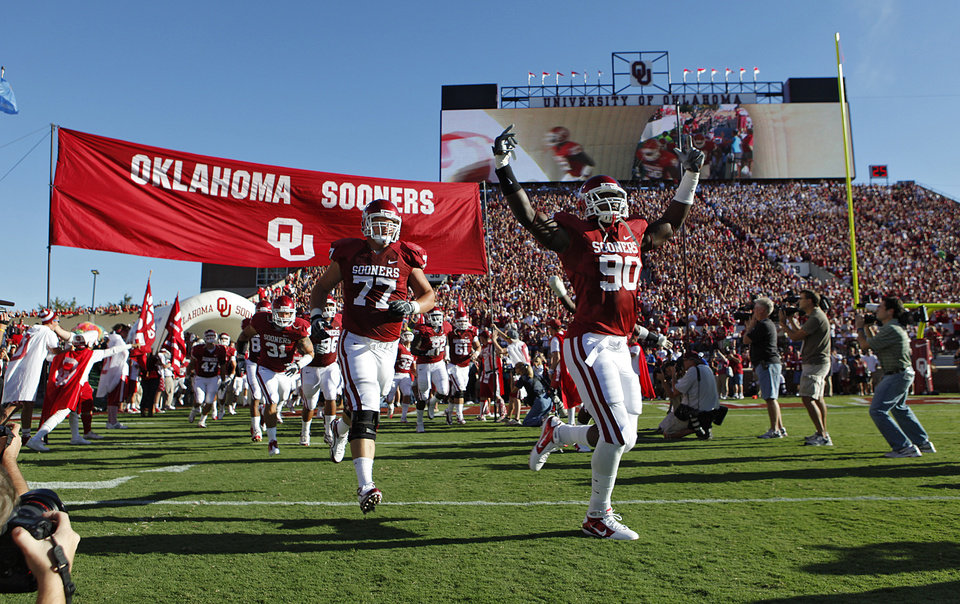 Photo - The Sooners take the field during the first half of the college football game between the University of Oklahoma Sooners (OU) and Utah State University Aggies (USU) at the Gaylord Family-Oklahoma Memorial Stadium on Saturday, Sept. 4, 2010, in Norman, Okla.   Photo by Chris Landsberger, The Oklahoman