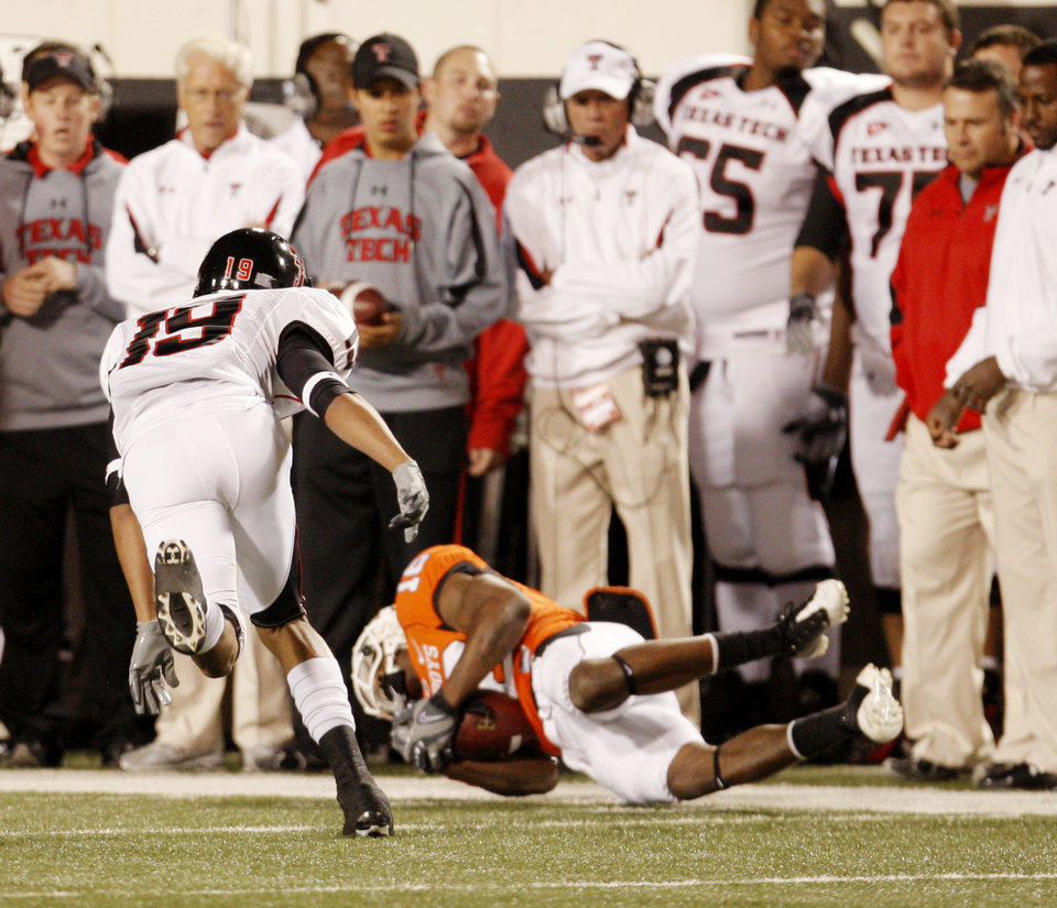 Photo - Cowboy Perrish Cox (16) intercepts a pass intended for Lyle Leong (19) during the college football game between Oklahoma State University (OSU) and Texas Tech University at Boone Pickens Stadium in Stillwater, Okla. Saturday, Nov. 14, 2009. Photo by Doug Hoke, The Oklahoman