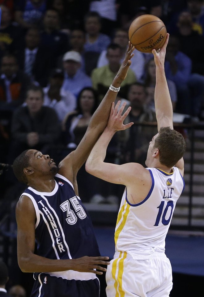 Oklahoma Thunder forward Kevin Durant, left, reaches to block the shot of Golden State Warriors\' David Lee during the first half of an NBA basketball game Thursday, April 11, 2013, in Oakland, Calif. (AP Photo/Ben Margot)
