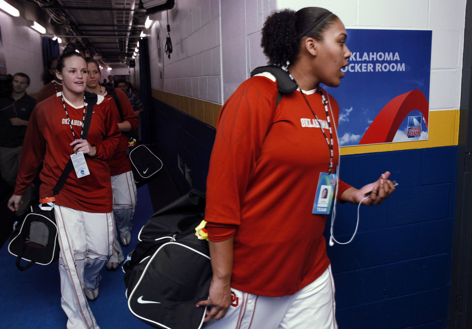 Photo - University of Oklahoma players arrive for their game with Louisville at the 2009 NCAA women's basketball tournament Final Four in the Scottrade Center in Saint Louis, Missouri on Sunday, April 5, 2009. 