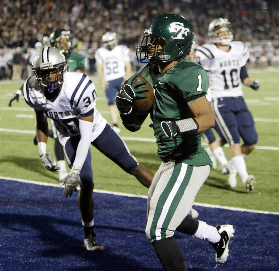 Photo - Edmond Santa Fe's Phillip Sumpter (1) rushes for a touchdown in the second quarter near Christian Contreras (30) of Edmond North during a high school football game between Edmond Santa Fe and Edmond North at Wantland Stadium in Edmond, Okla., Friday, Oct. 28, 2011. Photo by Nate Billings, The Oklahoman