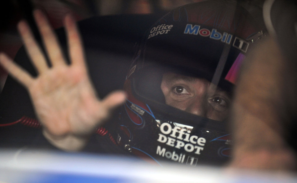 Driver Tony Stewart sits in his car as he waits for practice to begin for Sunday\'s NASCAR Sprint Cup Series auto race at Talladega Superspeedway in Talladega, Ala., Friday, Oct. 5, 2012. (AP Photo/Rainier Ehrhardt)