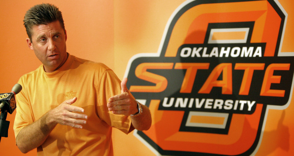Photo - OSU head football coach Mike Gundy answers a question during the weekly Oklahoma State University college football press conference at Boone Pickens Stadium in Stillwater, Okla., Monday, September 24, 2007. BY MATT STRASEN, The Oklahoman ORG XMIT: KOD