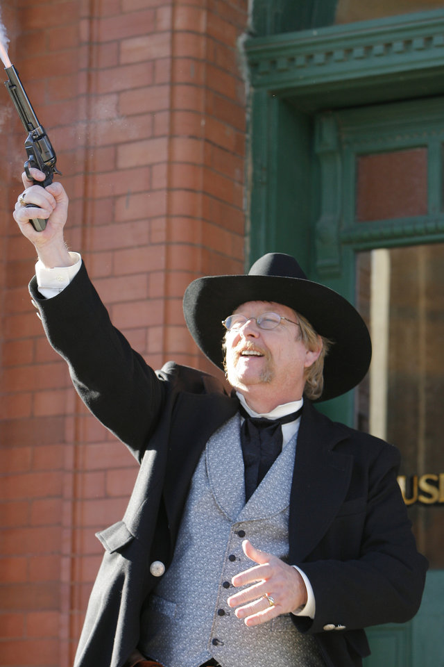 Photo - CENTENNIAL, STATEHOOD, GUTHRIE: Hugh Scott fires a pistol in the air as his grandfather did 100 years ago announcing that Oklahoma had become a state, Friday, November 16, 2007.  By David McDaniel, The Oklahoman ORG XMIT: KOD