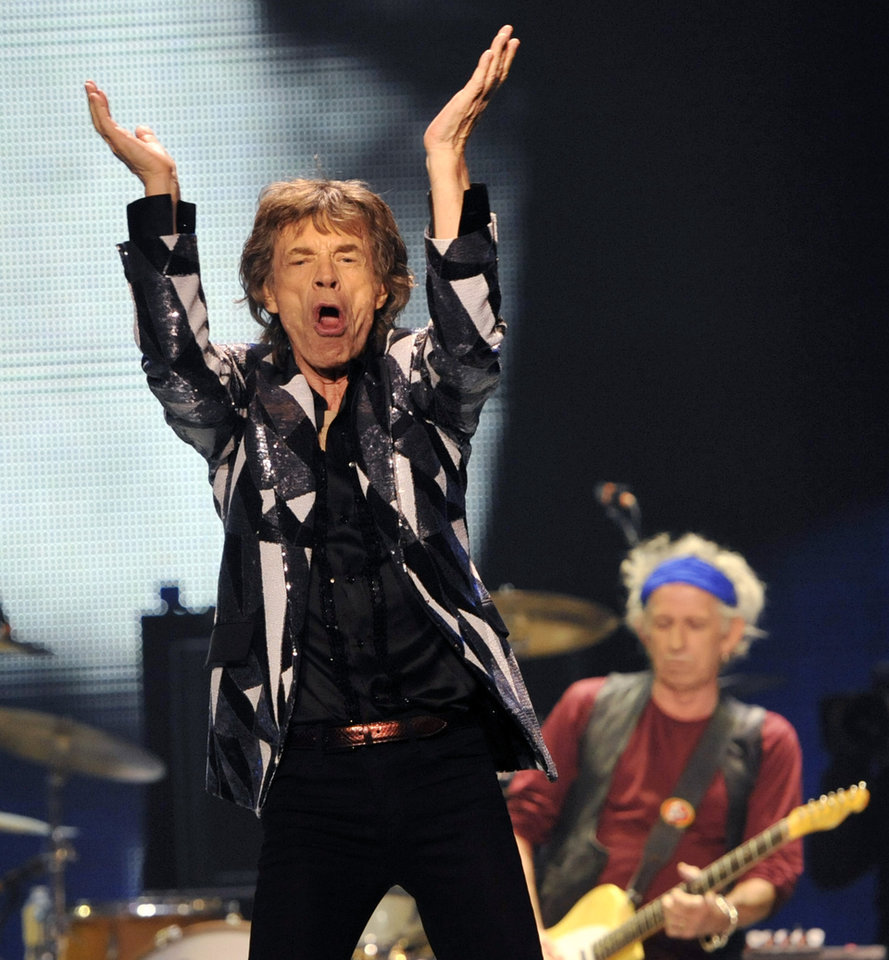 Photo - Mick Jagger, left, and Keith Richards of the Rolling Stones perform on the kick-off of the band's
