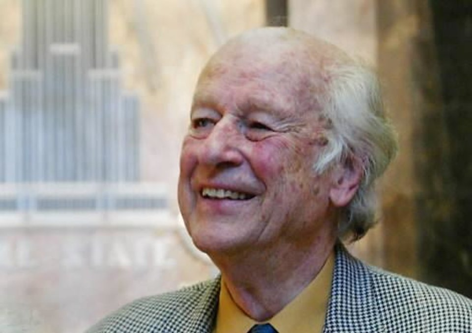 In this Saturday, May 15, 2004 file photo Ray Harryhausen visits the Empire State Building in New York. Ray Harryhausen, a special effects master whose sword-fighting skeletons, six-tentacled octopus, and other fantastical creations were adored by film lovers and admired by industry heavyweights, has died. He was 92. Biographer and longtime friend Tony Dalton confirmed that Harryhausen died Tuesday May 7, 2013 at London's Hammersmith Hospital, where the special effects titan had been receiving treatment for about a week. (AP)
