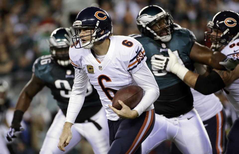 Photo - Chicago Bears' Jay Cutler scrambles during the first half of an NFL football game against the Philadelphia Eagles, Sunday, Dec. 22, 2013, in Philadelphia. (AP Photo/Matt Rourke)