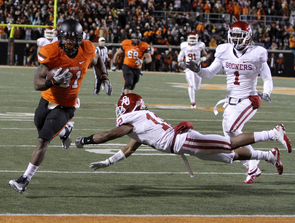 Oklahoma State\'s Jeremy Smith (31) scores a touchdown past Oklahoma\'s Jamell Fleming (12) and Oklahoma\'s Tony Jefferson (1) during the Bedlam college football game between the Oklahoma State University Cowboys (OSU) and the University of Oklahoma Sooners (OU) at Boone Pickens Stadium in Stillwater, Okla., Saturday, Dec. 3, 2011. Photo by Bryan Terry, The Oklahoman