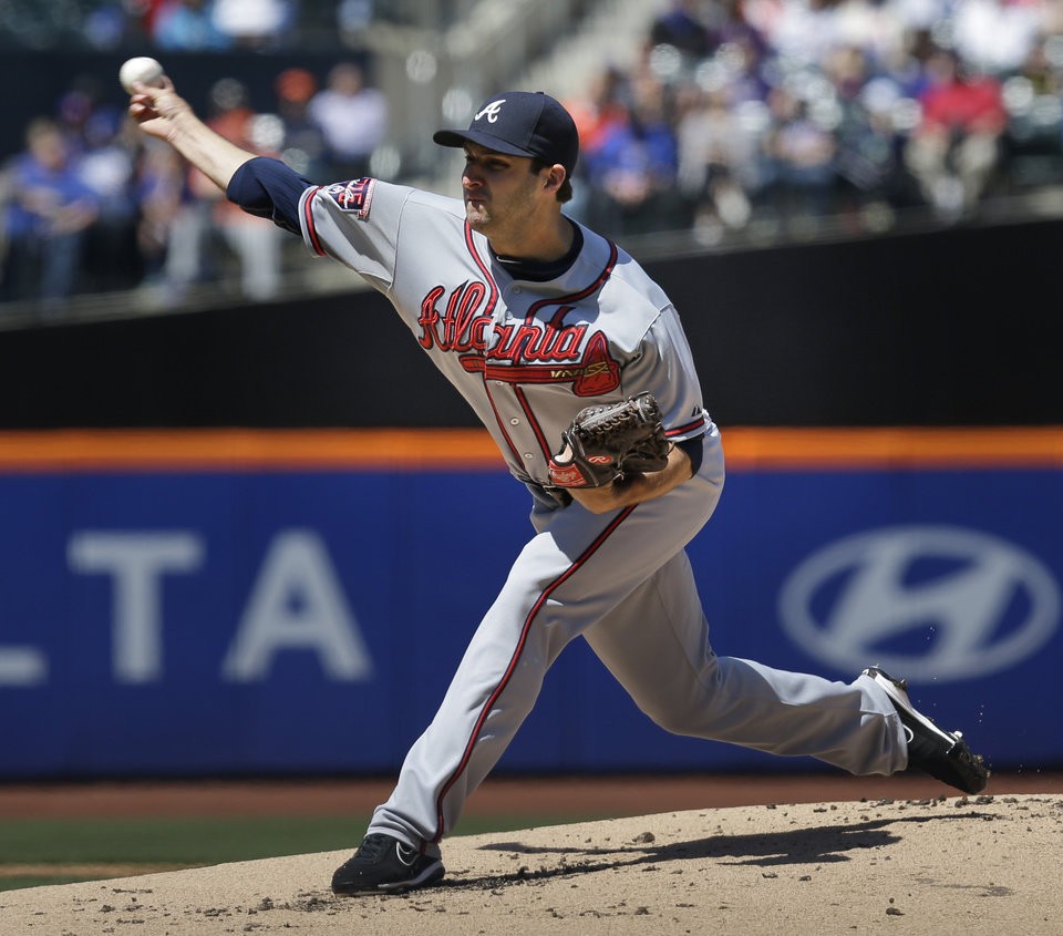 Photo - Atlanta Braves starting pitcher David Hale throws the ball during the first inning of a baseball game against the New York Mets, Sunday, April 20, 2014 in New York. (AP Photo/Seth Wenig)