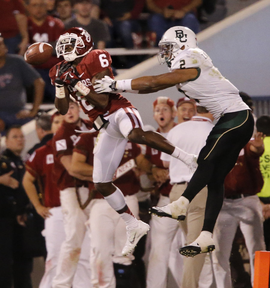 Photo - Oklahoma Sooner's Demontre Hurst (6) tries to intercept a pass intended for Baylor Bear's Terrance Williams (2) during the the second half of the college football game where  the University of Oklahoma Sooners (OU) defeated the Baylor University Bears (BU) 42-34 at Gaylord Family-Oklahoma Memorial Stadium in Norman, Okla., Saturday, Nov. 10, 2012.  Photo by Steve Sisney, The Oklahoman