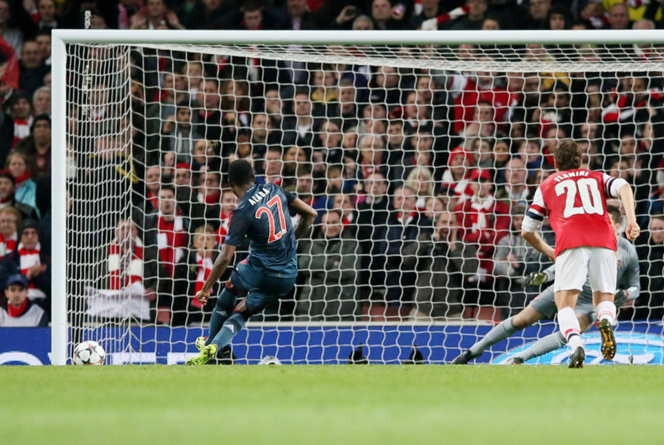 Photo - Bayern's David Alaba misses to score with a penalty during a Champions League, round of 16, first leg soccer match between Arsenal and Bayern Munich at the Emirates stadium in London, Wednesday, Feb. 19, 2014 .(AP Photo/Alastair Grant)