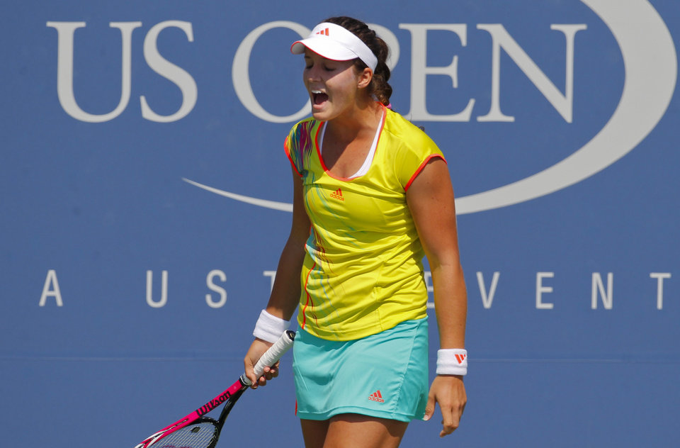 Photo -   Britain's Laura Robson reacts during her match against China's Li Na in the third round of play at the 2012 US Open tennis tournament, Friday, Aug. 31, 2012, in New York. (AP Photo/Paul Bereswill)