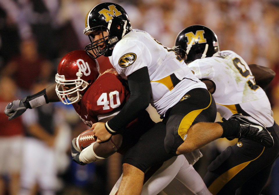 Photo - Missouri quarterback Chase Daniel (10) tries to bring down Oklahoma's Curtis Lofton (40) as he returns Daniel's fumble for a touchdown during the second half of the college football game between  the University of Oklahoma Sooners (OU) and the University of Missouri Tigers (MU) at the Gaylord Family Oklahoma Memorial Stadium on Saturday, Oct. 13, 2007, in Norman, Okla.By CHRIS LANDSBERGER, The Oklahoman