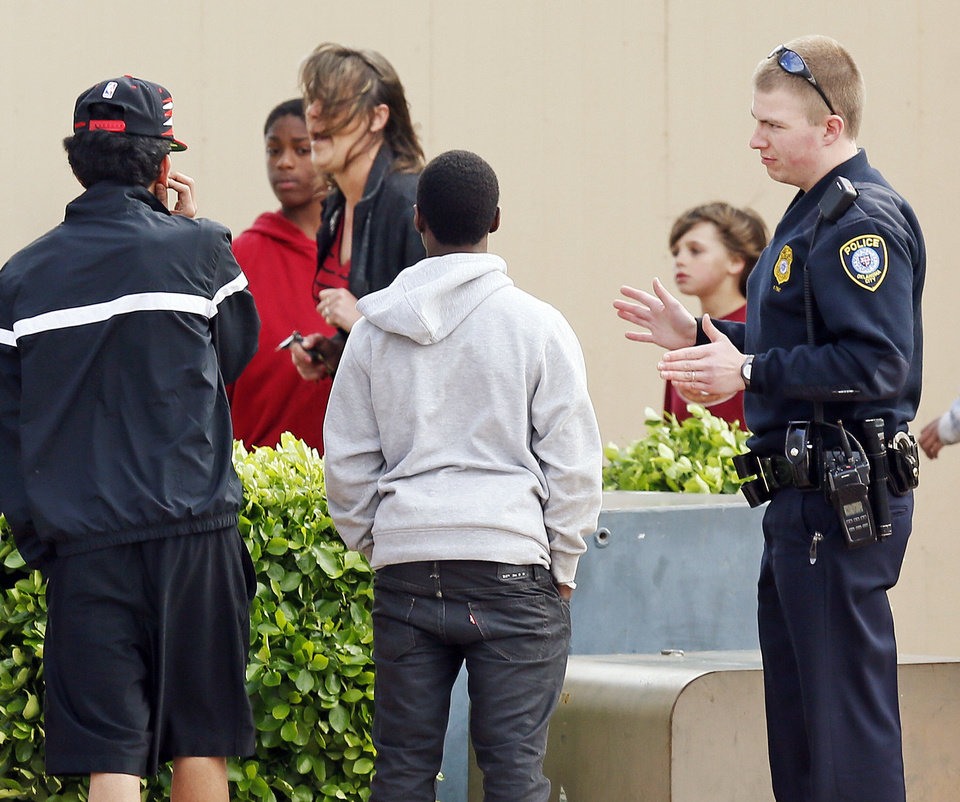 Photo - An Oklahoma City Police officer talks with residents while responding to a call at the Willow Cliff Apartments, 5304 Willow Cliff Rd., in Oklahoma City, Thursday, April 18, 2013. Photo by Nate Billings, The Oklahoman