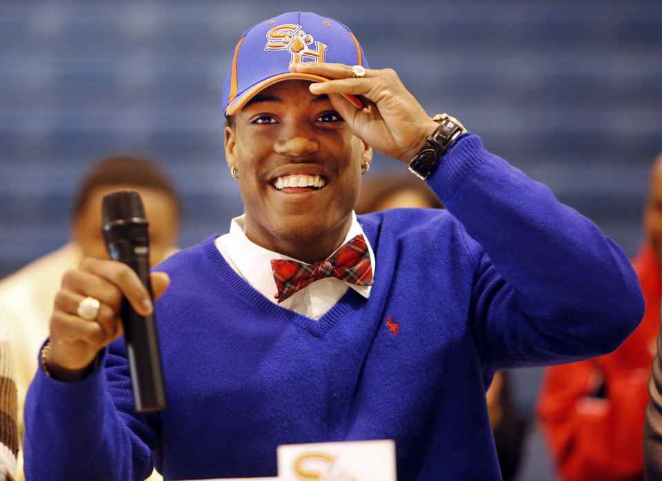 Photo - Millwood's Alfonzo McMillian signed to play football at Sam Houston State in Oklahoma City, Wednesday February 05, 2014. Photo By Steve Gooch, The Oklahoman