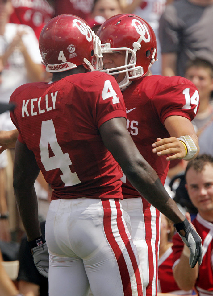 Photo - Oklahoma's Malcolm Kelly (4) and Sam Bradford (14) celebrate after the two hooked up for a touchdown in the second half during the University of Oklahoma Sooners (OU) college football game against the University of Miami Hurricanes (UM) at the Gaylord Family -- Oklahoma Memorial Stadium, on Saturday, Sept. 8, 2007, in Norman, Okla.   By CHRIS LANDSBERGER, The Oklahoman  ORG XMIT: KOD
