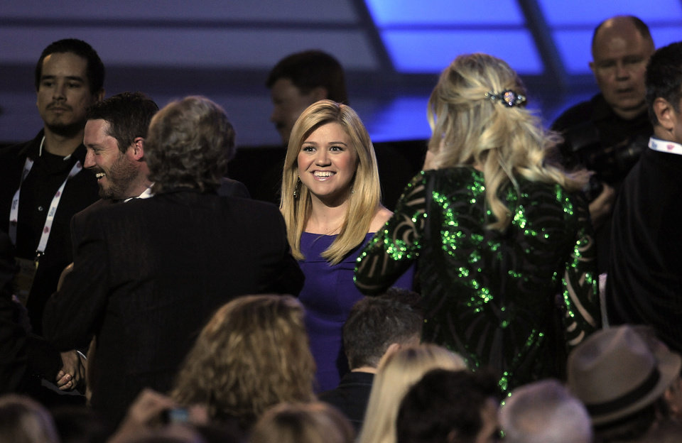 Singer Kelly Clarkson appears in the audience at the 48th Annual Academy of Country Music Awards at the MGM Grand Garden Arena in Las Vegas on Sunday, April 7, 2013. (Photo by Chris Pizzello/Invision/AP) ORG XMIT: NVPM202