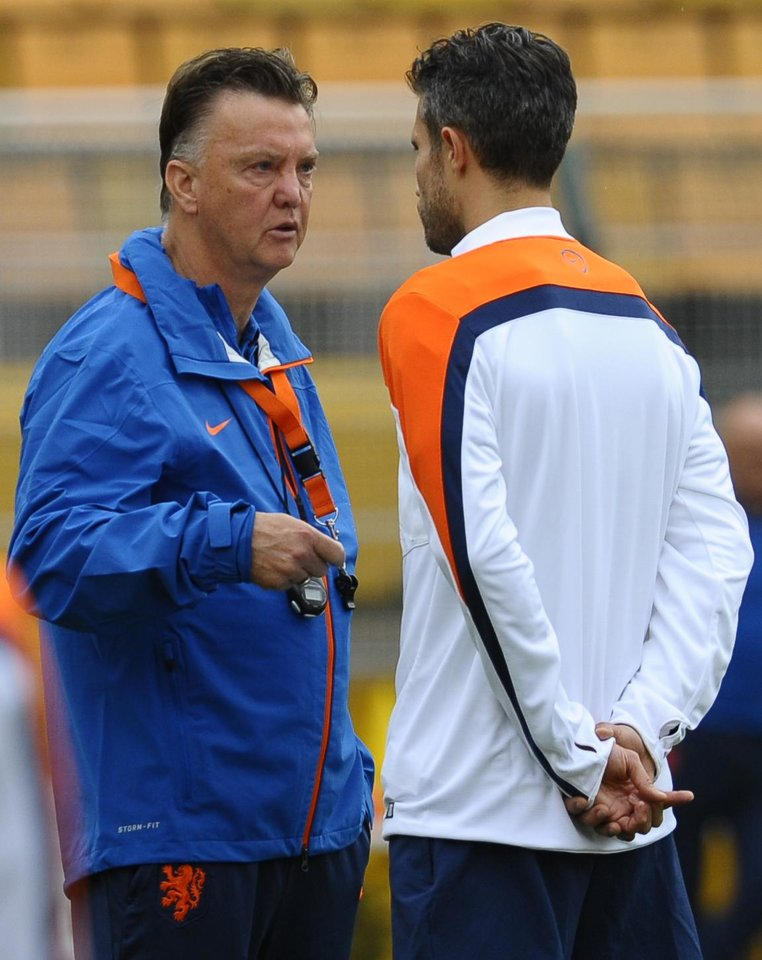 Photo - Netherlands coach Louis van Gaal, left, talks with Robin van Persie during a training session one day before their World Cup semifinal soccer match against Argentina at the Paulo Machado de Carvalho Stadium in Sao Paulo, Brazil, Tuesday, July 8, 2014. (AP Photo/Manu Fernandez)