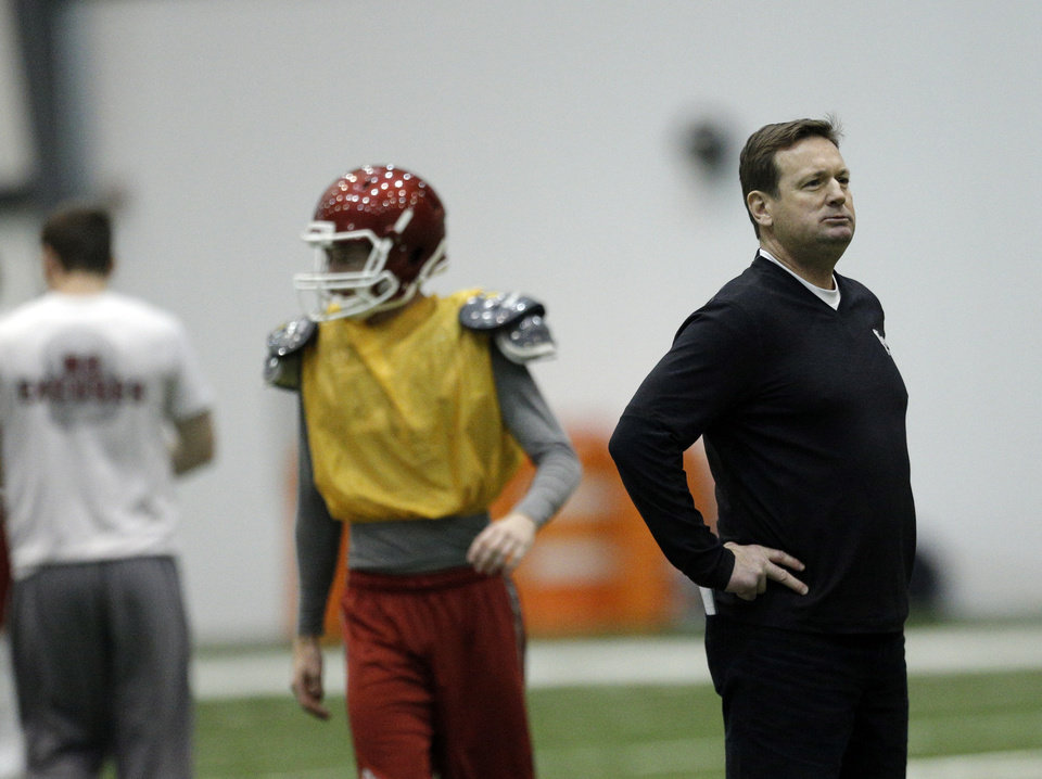 Photo - Oklahoma head coach Bob Stoops watches practices during a Sugar Bowl practice at the New Orleans Saints' football practice facility, Tuesday, Dec. 31, 2013, in New Orleans. Photo by Sarah Phipps, The Oklahoman