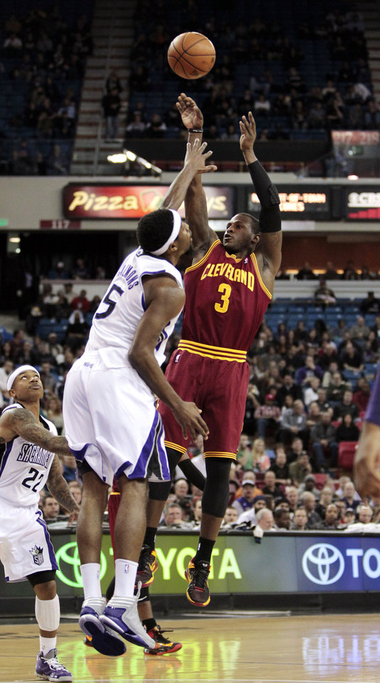 Cleveland Cavaliers guard Dion Waiters (3) shoots over Sacramento Kings forward John Salmons during the first quarter of an NBA basketball game in Sacramento, Calif., Monday, Jan. 14, 2013. (AP Photo/Rich Pedroncelli)