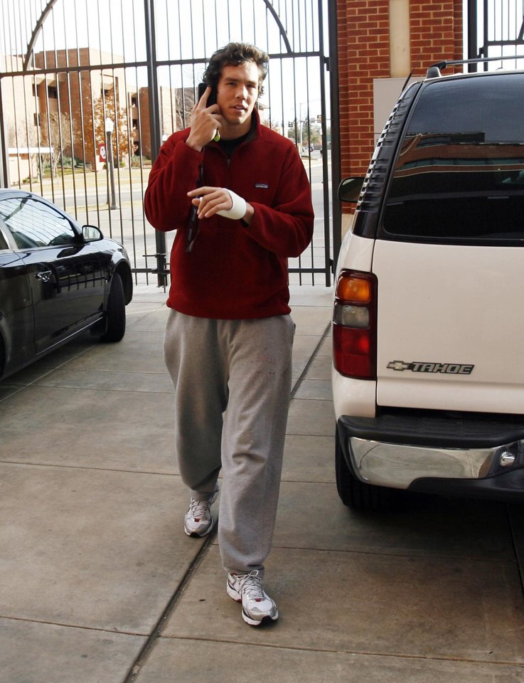 Photo - OU / BCS RANKING: University of Oklahoma college football quarterback Sam Bradford arrives at the Switzer Center to see results of the Bowl Championship Series ranking in Norman, Oklahoma on Sunday, November 30, 2008.     By Steve Sisney, The Oklahoman   ORG XMIT: KOD