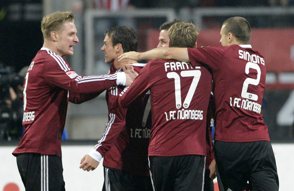 Photo -   Nuremberg's Markus Feulner, 2nd of left, celebretes after scoring during the German first division Bundesliga soccer match between 1. FC Nuremberg and FC Bayern Munich in Nuremberg, southern Germany, on Saturday, Nov. 17, 2012. (AP Photo/Jens Meyer)