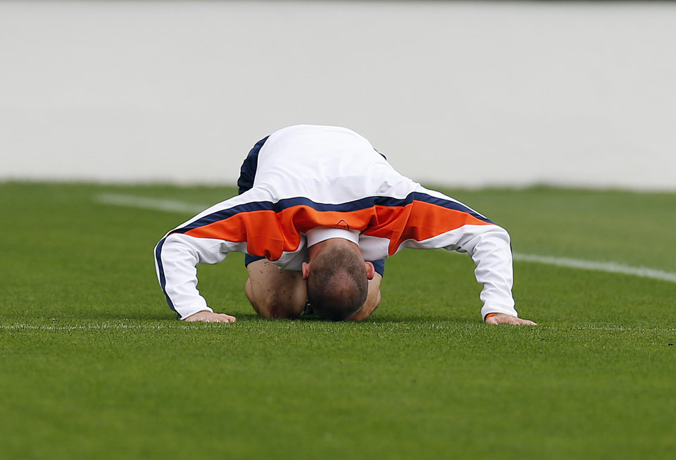 Photo - Netherlands' Arjen Robben stretches during a training session of The Netherlands in Sao Paulo, Brazil, Thursday, July 10, 2014. The Netherlands will face Brazil for the match for third place at the 2014 soccer World Cup. (AP Photo/Frank Augstein)