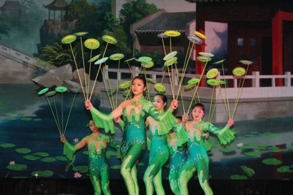 """Acrobats of China"" at Branson's New Shanghai Theatre"