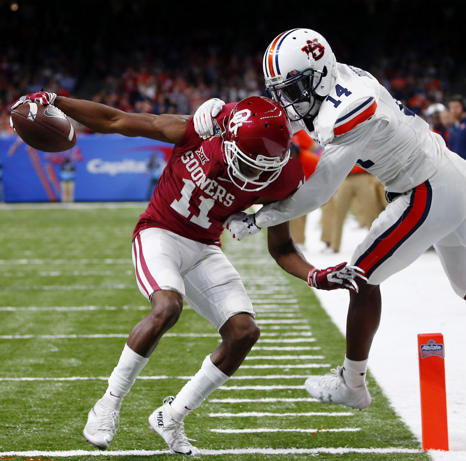 Photo -  Dede Westbrook emerged from Sterling Shepard's shadow to anchor the OU wide receiving group. [AP PHOTO]
