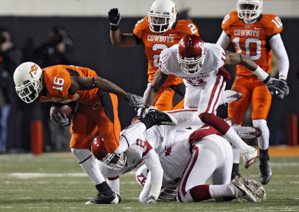 Oklahoma State\'s Perrish Cox (16) breaks away from Oklahoma\'s Brian Jackson (2) and Lendy Holmes (11) on a kick return for a touchdown during the second half of the college football game between the University of Oklahoma Sooners (OU) and Oklahoma State University Cowboys (OSU) at Boone Pickens Stadium on Saturday, Nov. 29, 2008, in Stillwater, Okla. STAFF PHOTO BY CHRIS LANDSBERGER