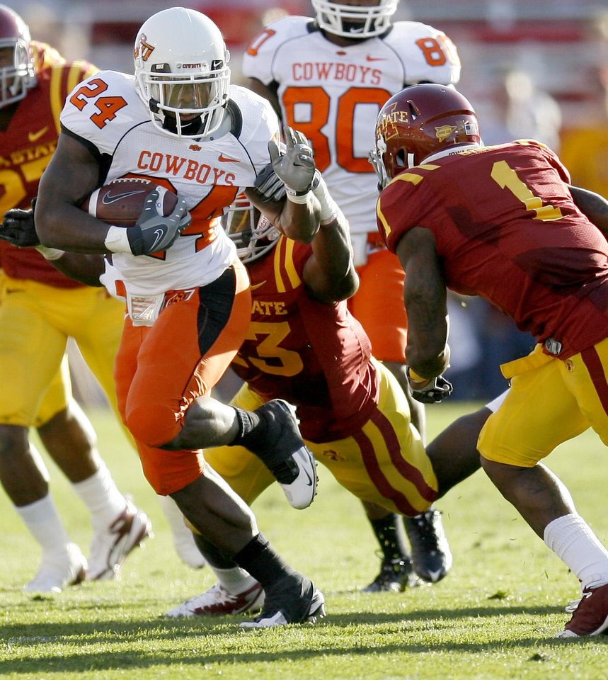 Photo - OSU's Kendall Hunter runs between Iowa State's Fred Garrin, left, and David Sims during the college football game between the Oklahoma State University (OSU) Cowboys and Iowa State University (ISU) Cyclones at Jack Trice Stadium on Saturday, November 7, 2009, in Ames, Iowa. Photo by Bryan Terry, The Oklahoman ORG XMIT: KOD
