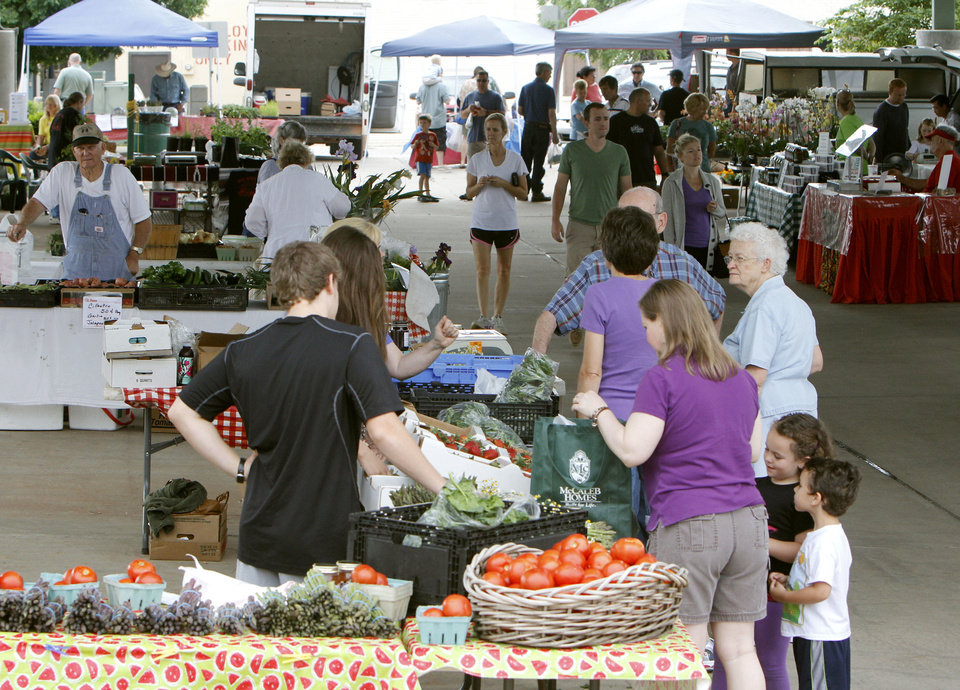 Photo - Customers enjoy browsing the fresh produce on the opening day of Edmond's Farmers Market. The market is from 8 a.m. to 1 p.m. each Saturday through Oct. 27, except this week. PHOTOS BY PAUL HELLSTERN, THE OKLAHOMAN